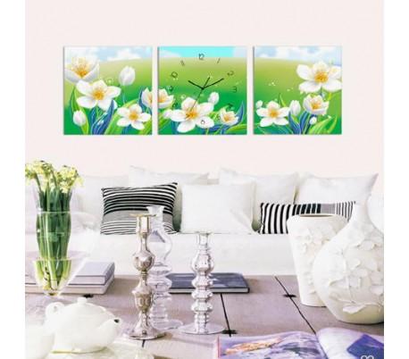 שעון קיר בתמונת 3 חלקים של פרחים בגיבעה