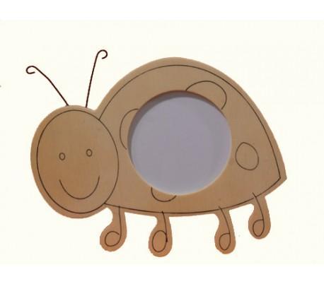 מסגרת עץ בדמות חיפושית