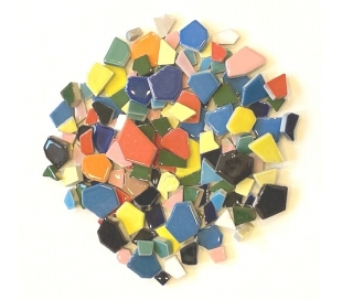 שברי קרמיקה בצבעוני גדלים שונים