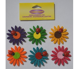 פרחים צבעוניים מלבד עם חיפושיות