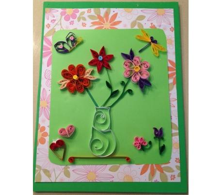 יצירת לוח קווילינג עם פרחים ופרפרים