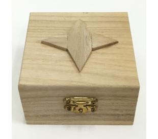 קופסת עץ קטנה עם עיטור ליצירה