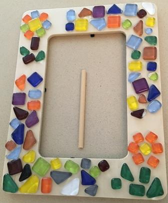 מסגרת עץ עם פסיפס קריסטל צורות